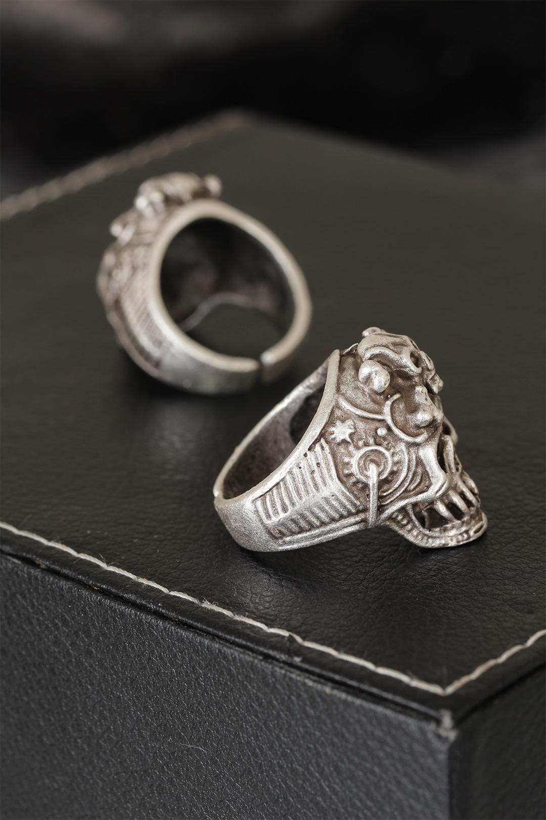 Kuru Kafalı Eskitme Gümüş Renk Desenli Ayarlamalı Model Erkek Yüzük