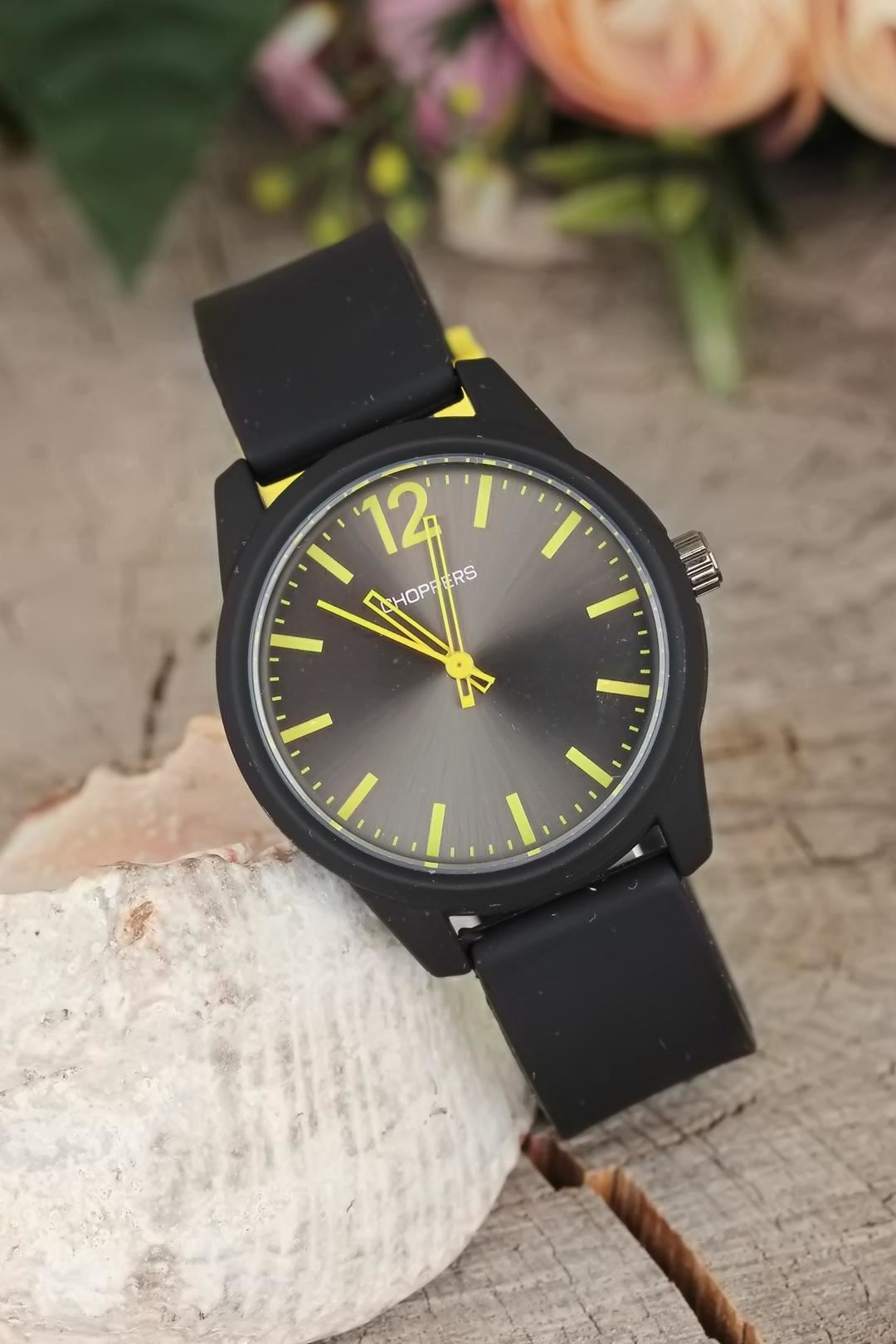 Siyah Renk Silikon Kordonlu Sarı Kadranlı Bayan Kol Saati