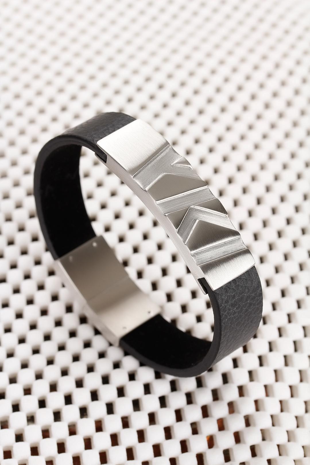 Siyah Deri Tasarımlı Gri Çelik Aksesuarlı Erkek Bileklik