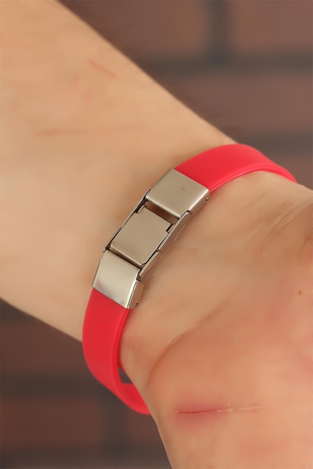 Kırmızı Silikon Metal Aksesuarlı Erkek Bileklik