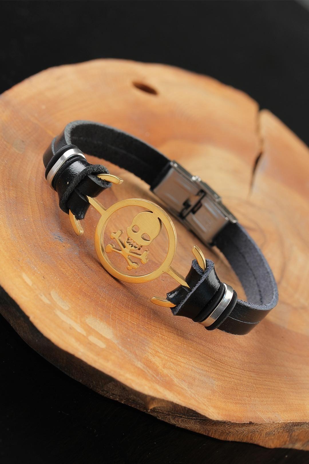 Gold Renk Metal Kuru Kafalı Tasarım Siyah Renk Deri Erkek Bileklik