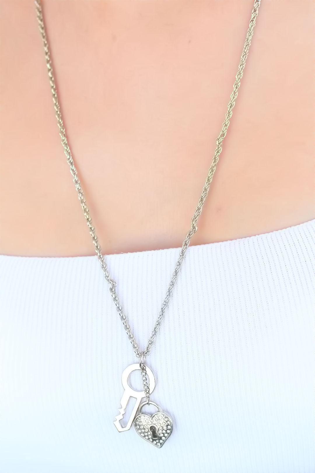 Silver Renk Kalpli Bayan Kolye