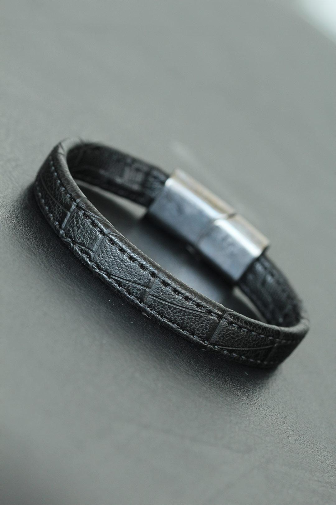 Metal Klipsli Siyah Renkli Deri Erkek Bileklik