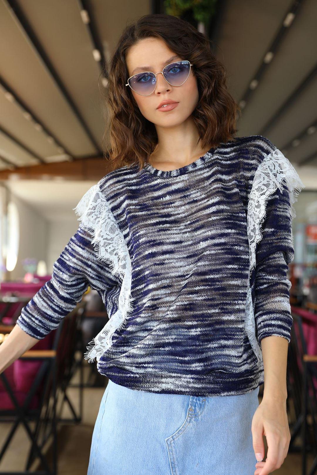 Dantel Detaylı Yarasa Bluz Lacivert
