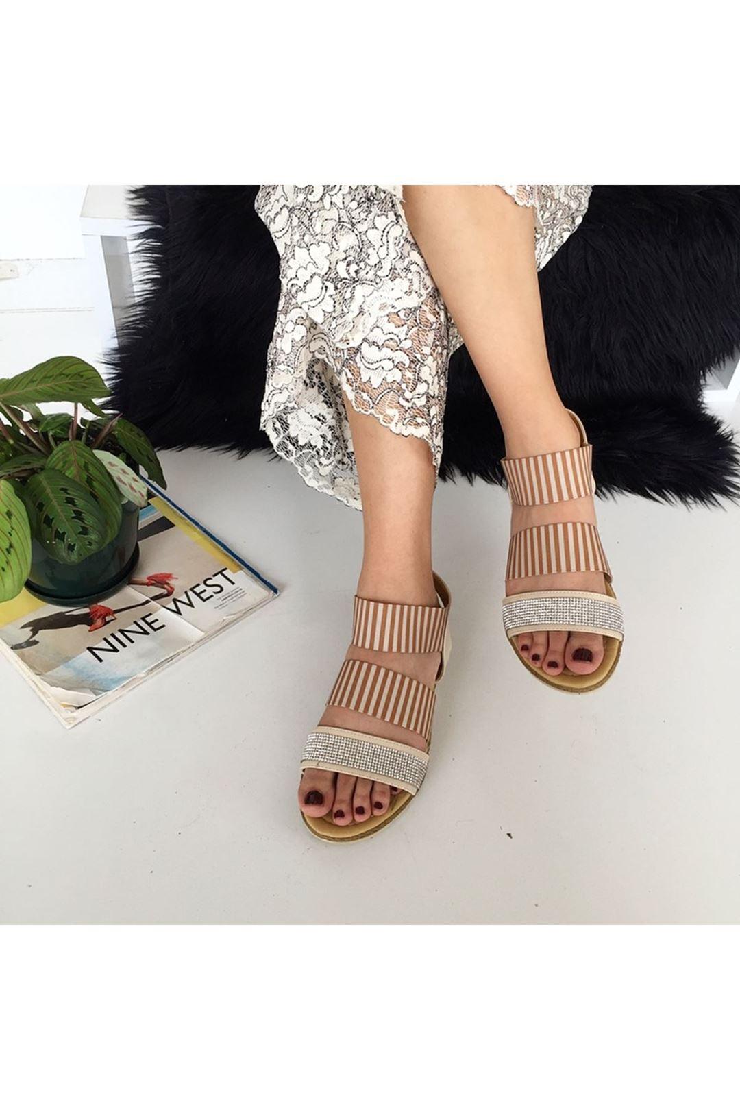 Lastikli Taşlı Bej Kadın Sandalet  112885