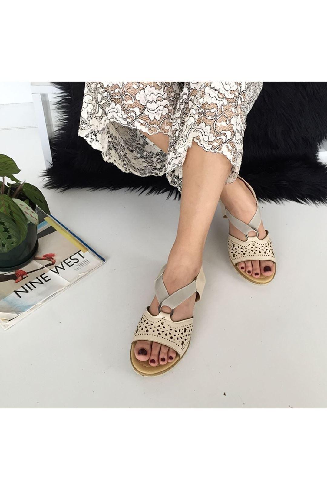 Bantlı Lastikli Vizon Kadın Sandalet 112856