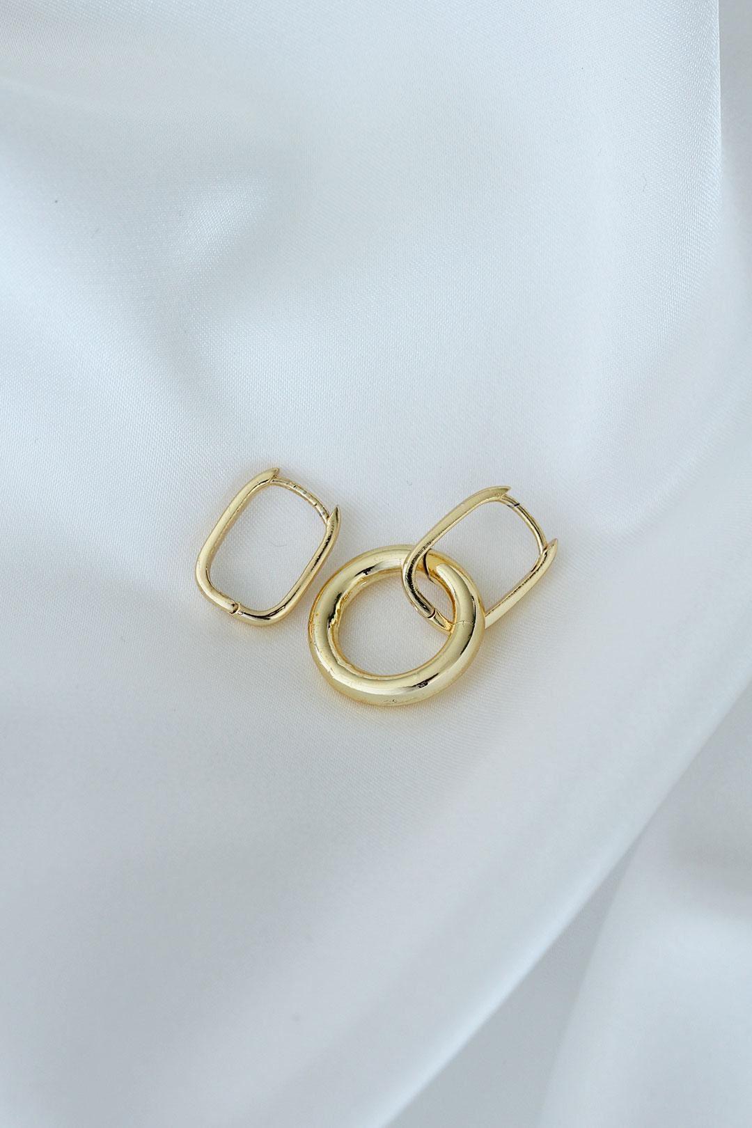 Oval Model Altın Renk Metal Kadın Küpe