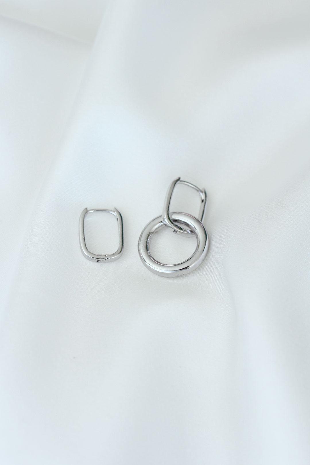 Oval Model Gümüş Renk Metal Kadın Küpe