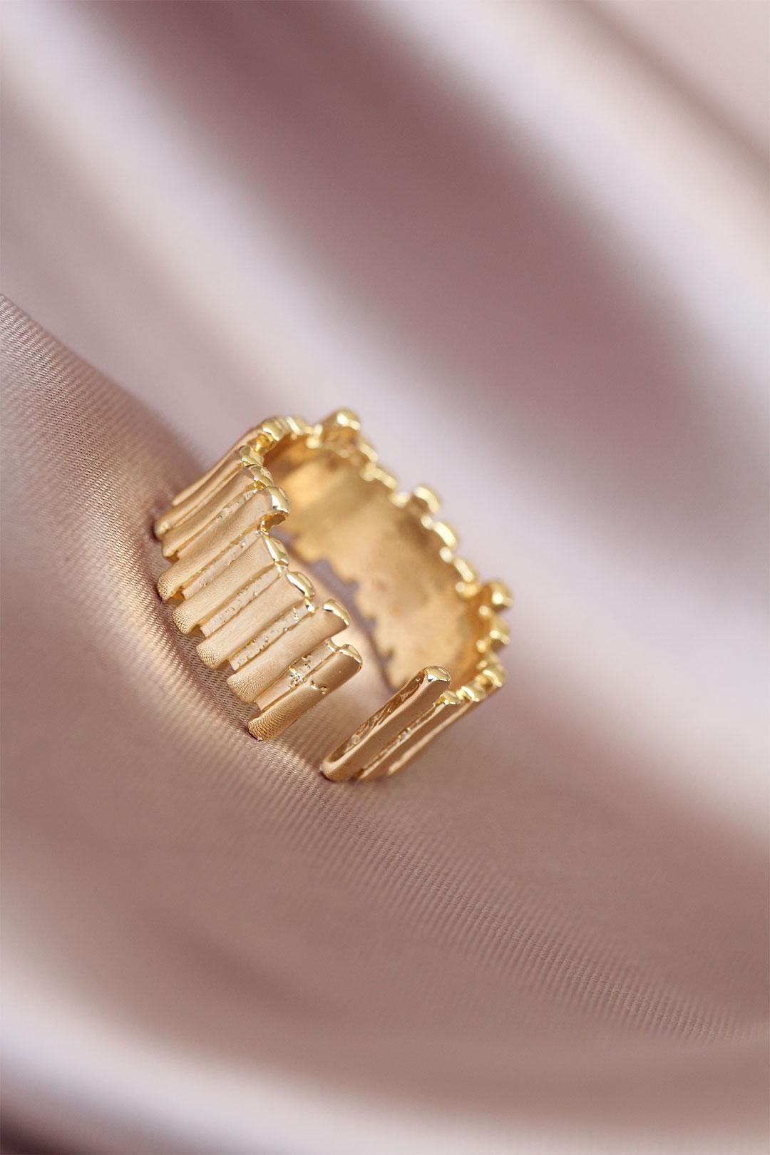 Gold Renk Metal Ayarlamalı Kadın Yüzük