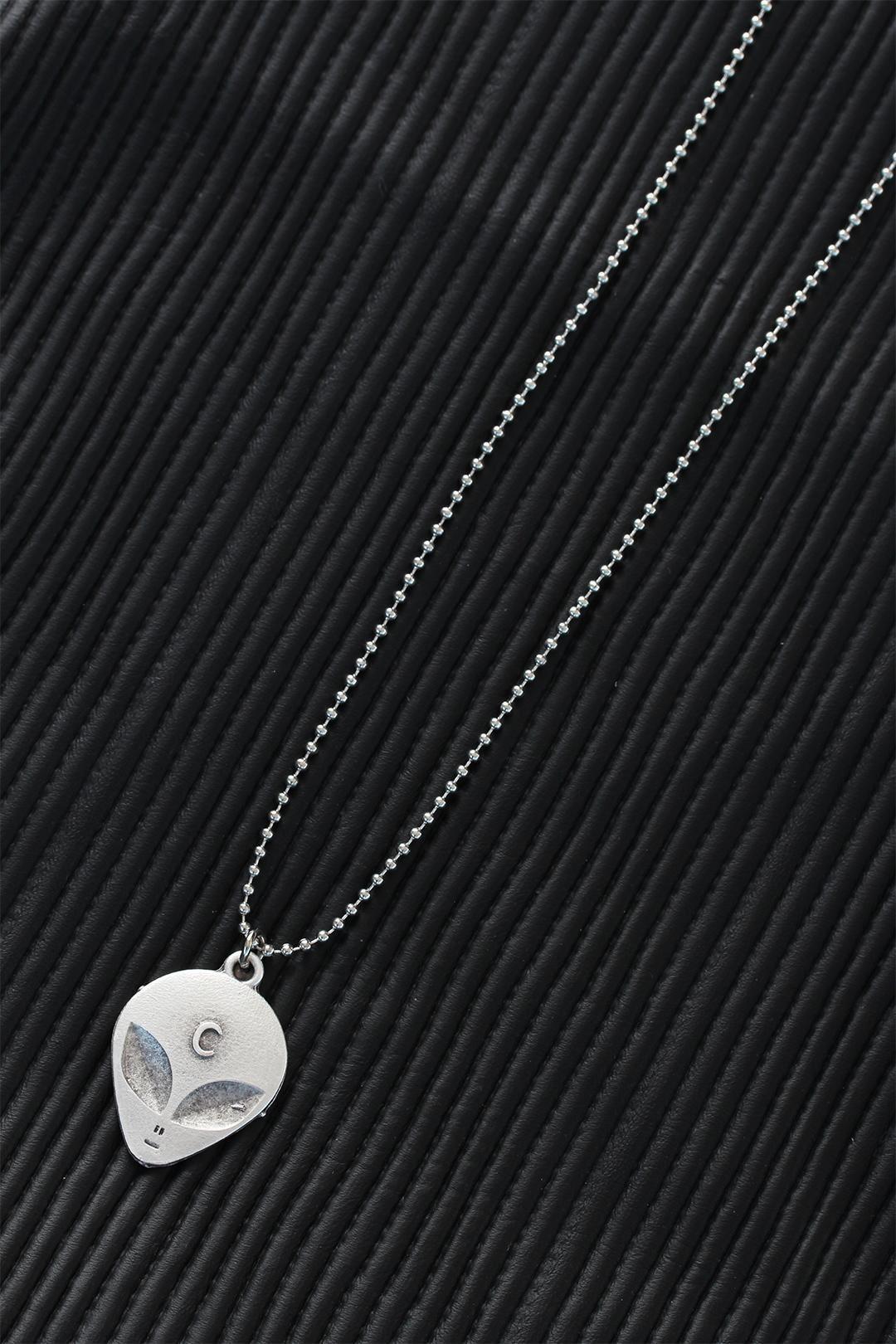 Top Zincirli Alien Tasarım Eskitme Gümüş Renk Kolye