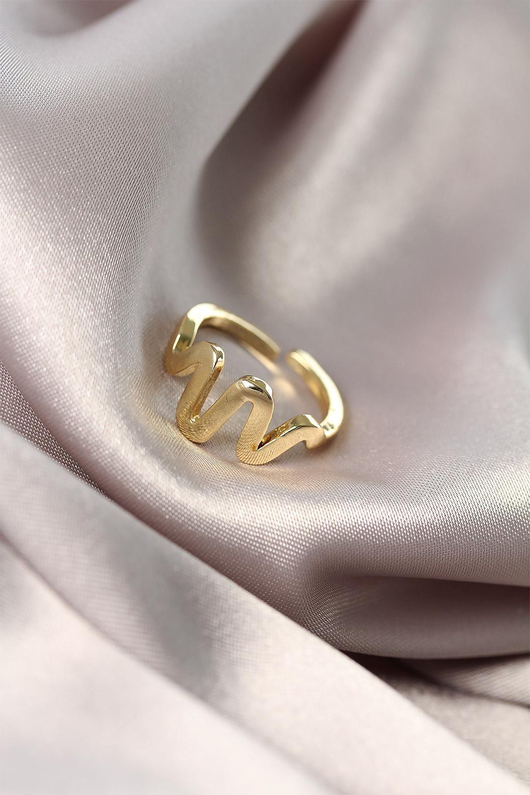 Ritim Tasarımlı Altın  Renk Kadın Yüzük