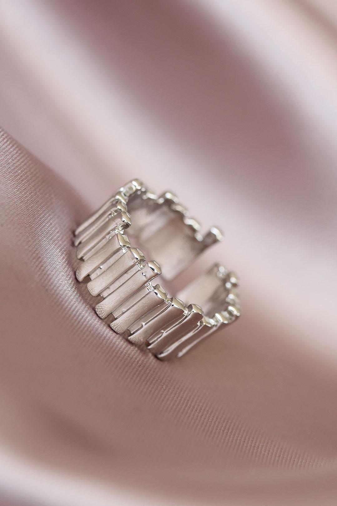 Metal Gümüş Renk Ayarlamalı Kadın Yüzük