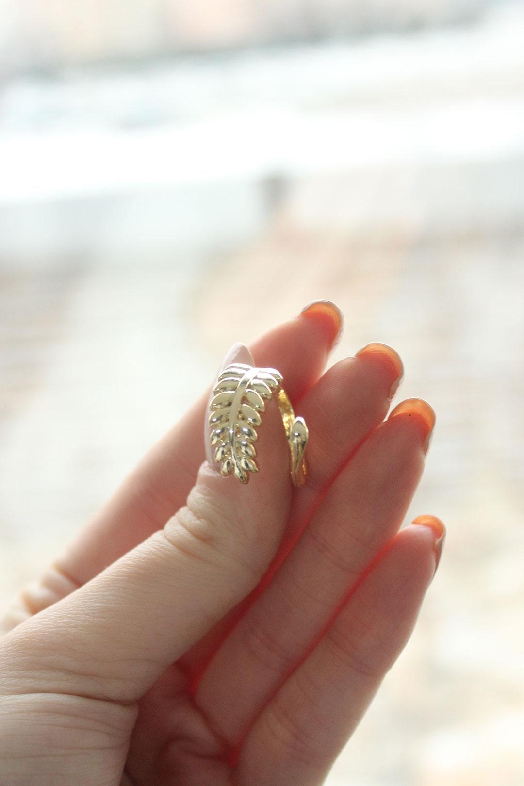 Sarmal Başak Tasarımlı Gold Ayarlanabilir Kadın Yüzük