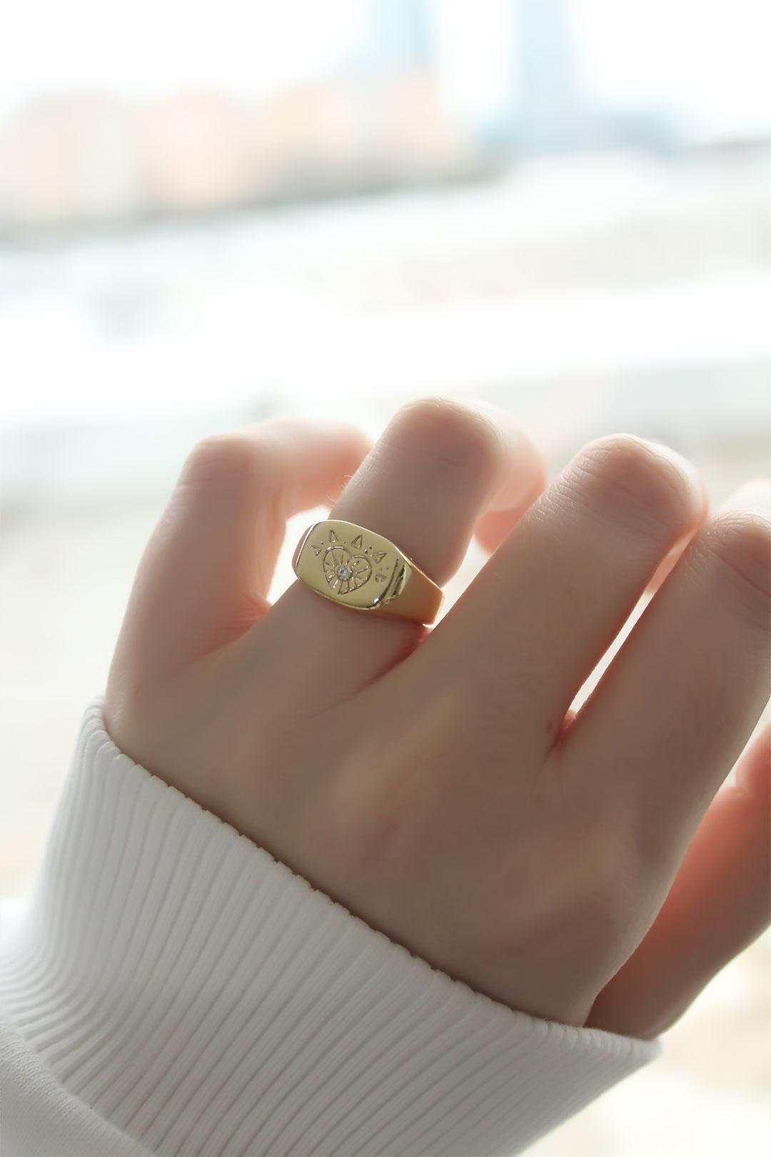 Kalp Damgalı Gold Kaplama Ayarlanabilir Kadın Yüzük