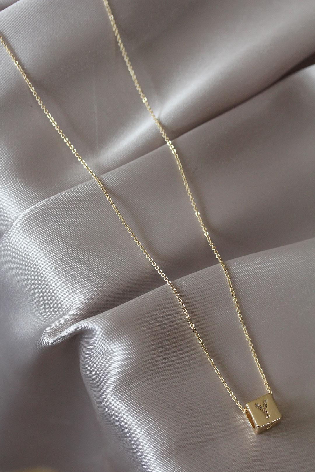 Gold Renk Zirkon Taşlı Küp Model Y Harfli Kolye
