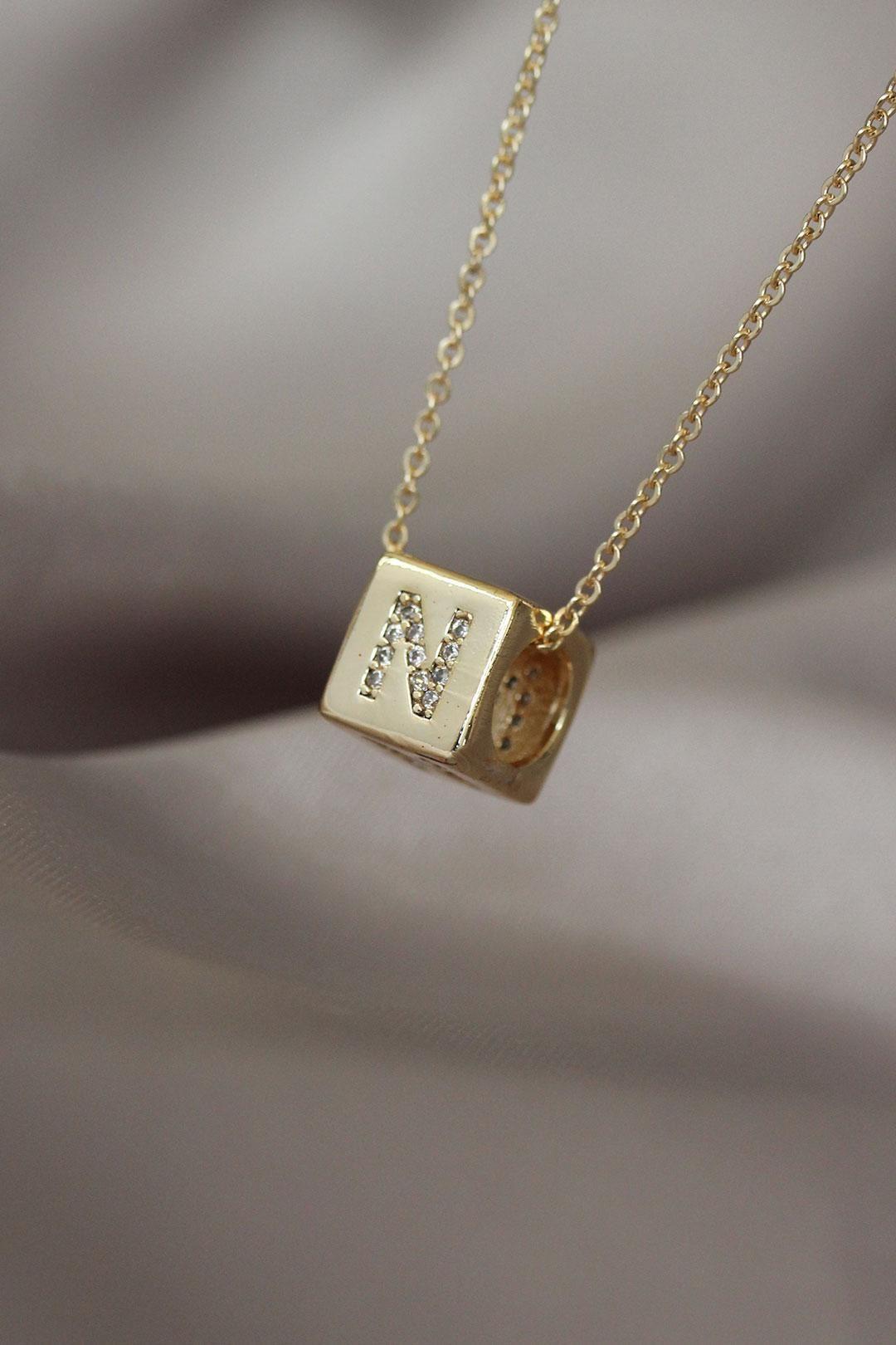 Küp Model Gold Renk Zirkon Taşlı N Harfli Kolye