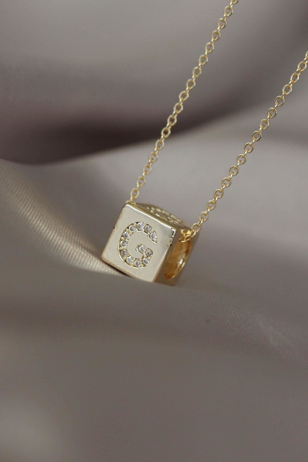 Gold Renkli Zirkon Taşlı Küp Model G Harfli Kolye