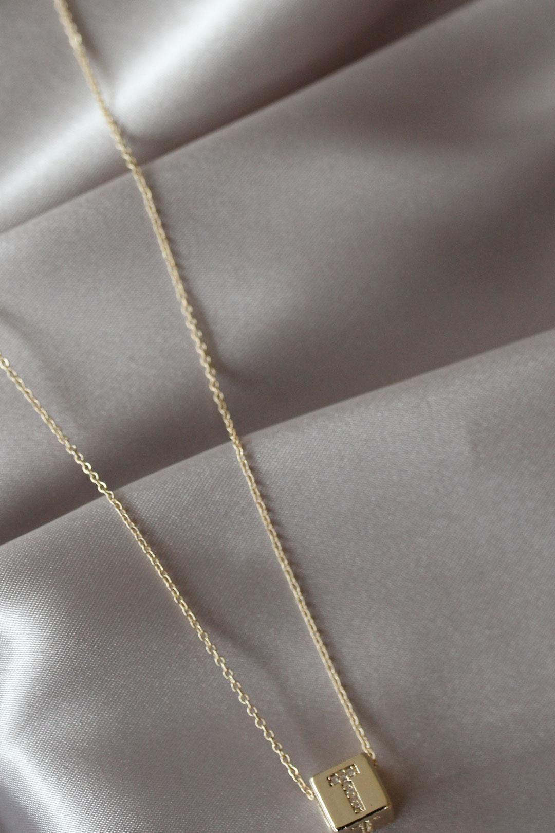 Gold Renkli Küp Model Zirkon Taşlı T Harfli Kolye