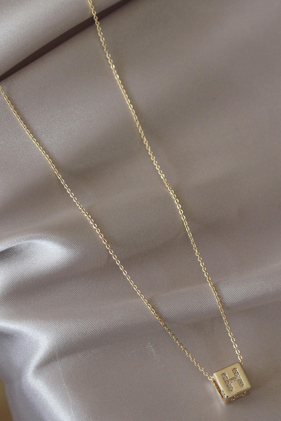Küp Model Gold Renk Zirkon Taşlı H Harfli Kolye