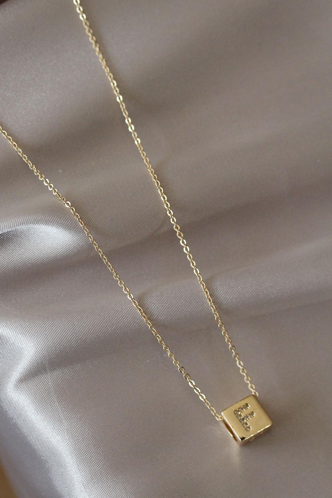 Küp Model Gold Renk Zirkon Taşlı F Harfli Kolye