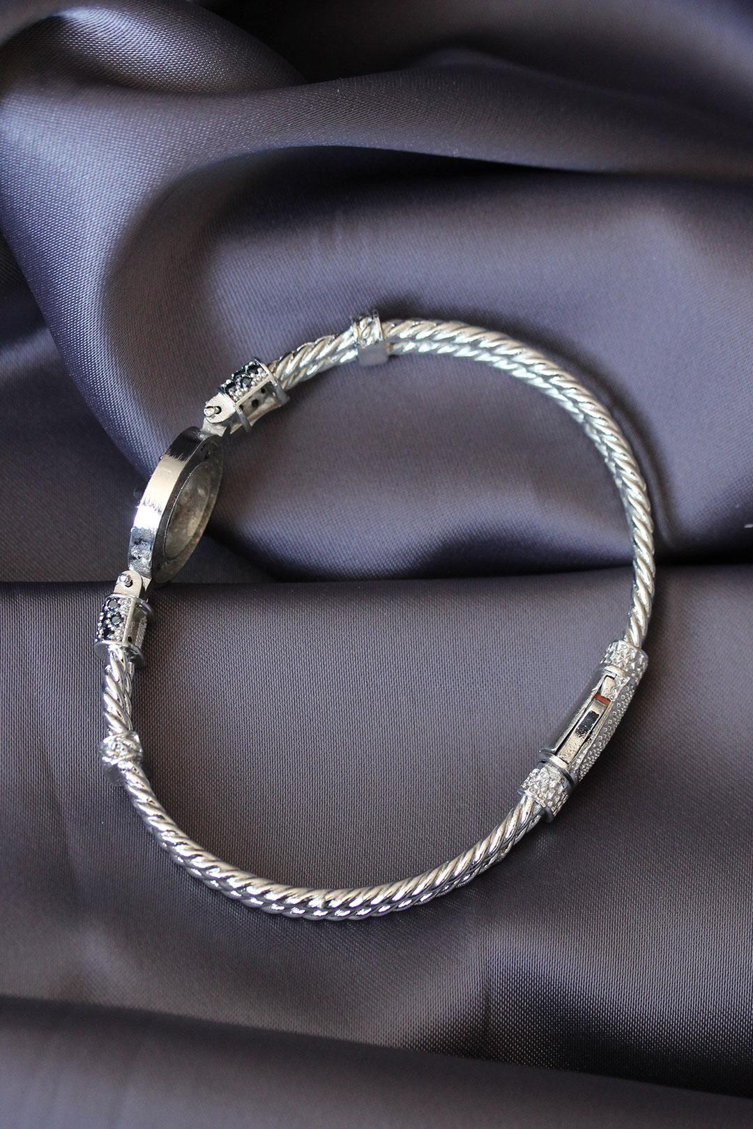 Gümüş Renk Zirkon Taşlı Aslan Figürlü Lüx Bileklik