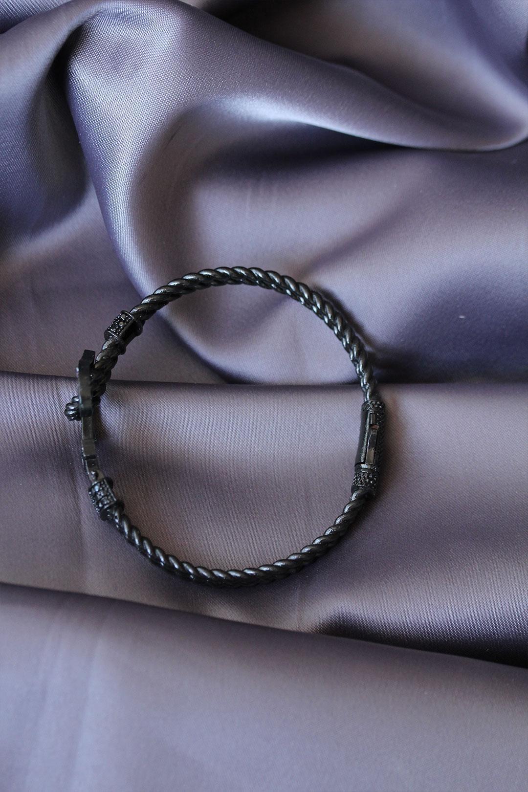 Siyah Renk Çapa Tasarımlı Zirkon Taşlı Lüx Bileklik