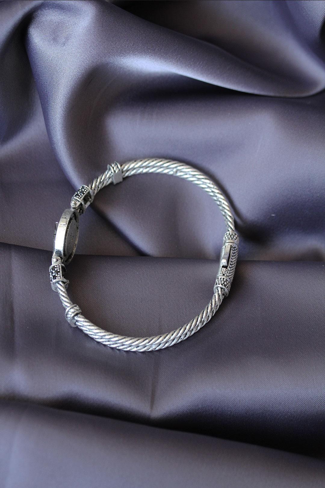 Zirkon Taşlı Gümüş Renk Kutup Yıldızı Figürlü Lüx Bileklik