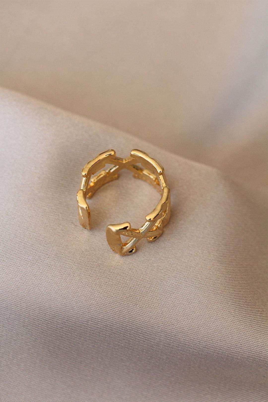 Ok Detaylı Çapraz Gold Renk Plaka Yüzük