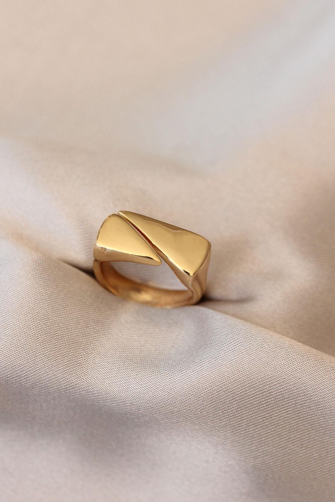 Gold Lazer Kesim Üçgen Yüzük
