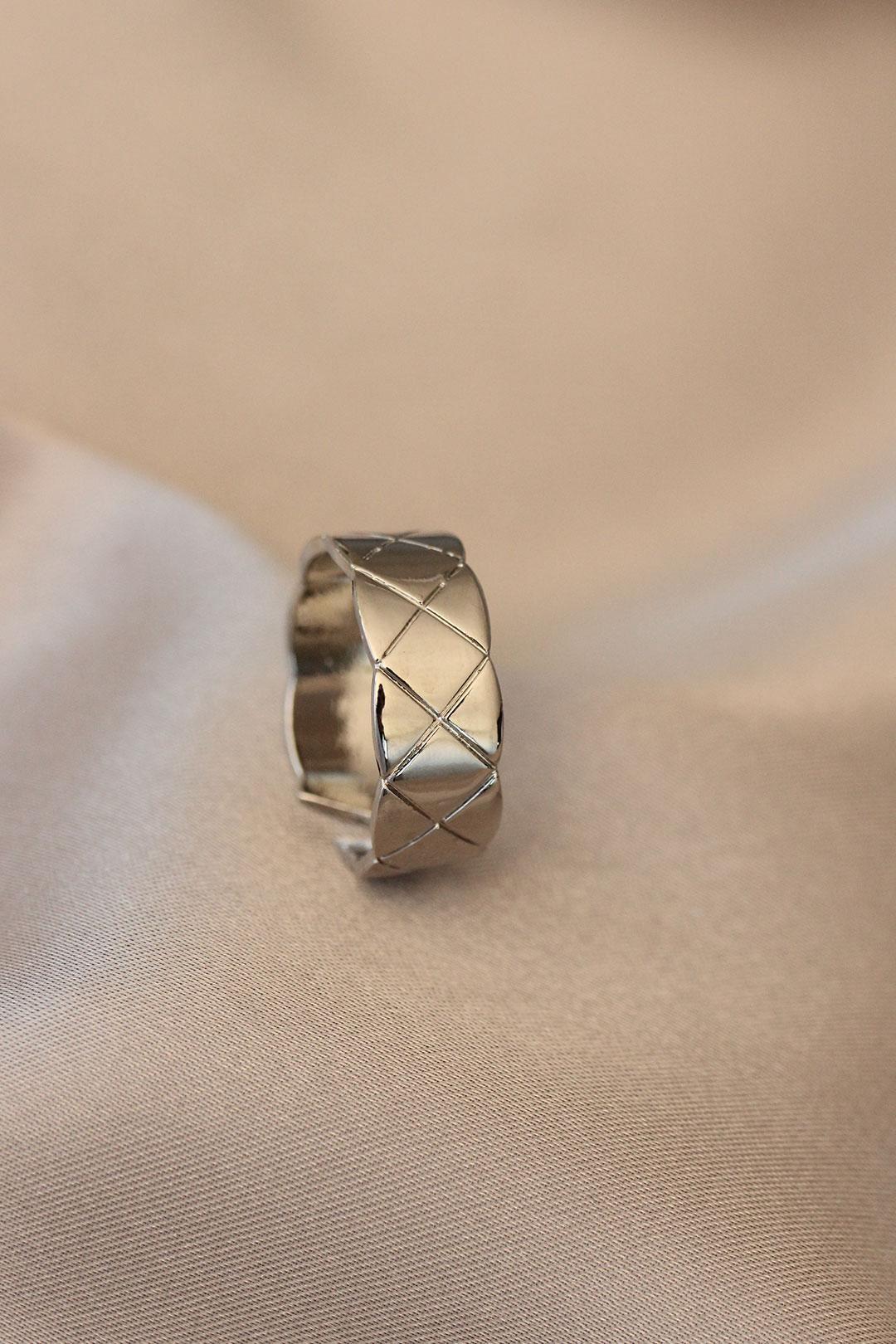 Çizgili Kalın Gümüş Renk Ayarlamalı Metal Yüzük