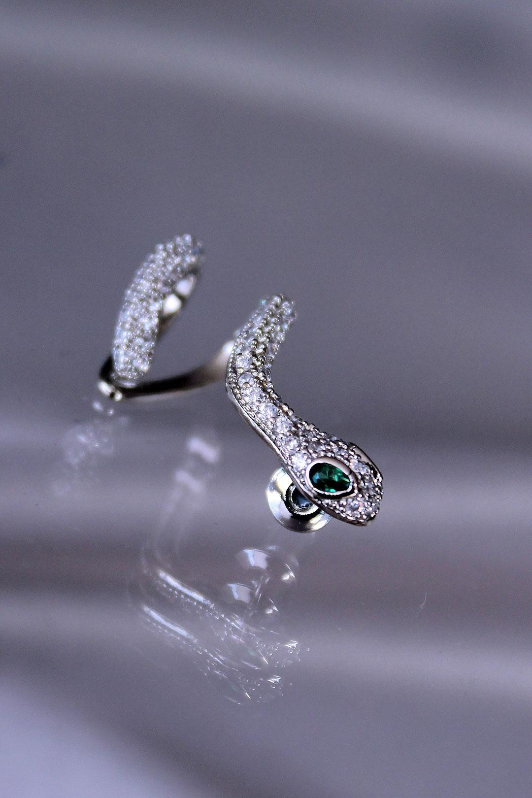 Yeşil Gözlü Zirkon Taş Kaplama Yılan Küpe