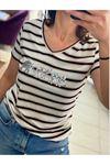 V Yaka Ön Pullu T-Shirt